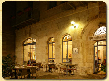 Jerusalem restaurant: outside dining at Agas VeTapuach
