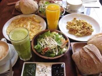 breakfast at jerusalem restaurant Morgen's Cafe