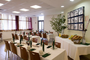 Dining hall of the IYHA Bnei Dan Tel Aviv hostel.